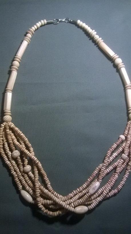 hermoso collar artesania etnica zulu.