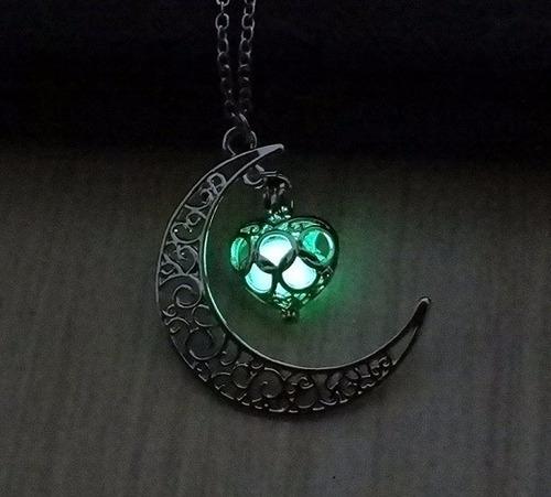 hermoso collar luna mujer novia brilla en la oscuridad