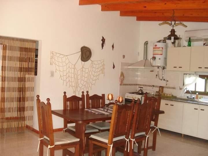 hermoso complejo de 3 cabañas en villa anizacate