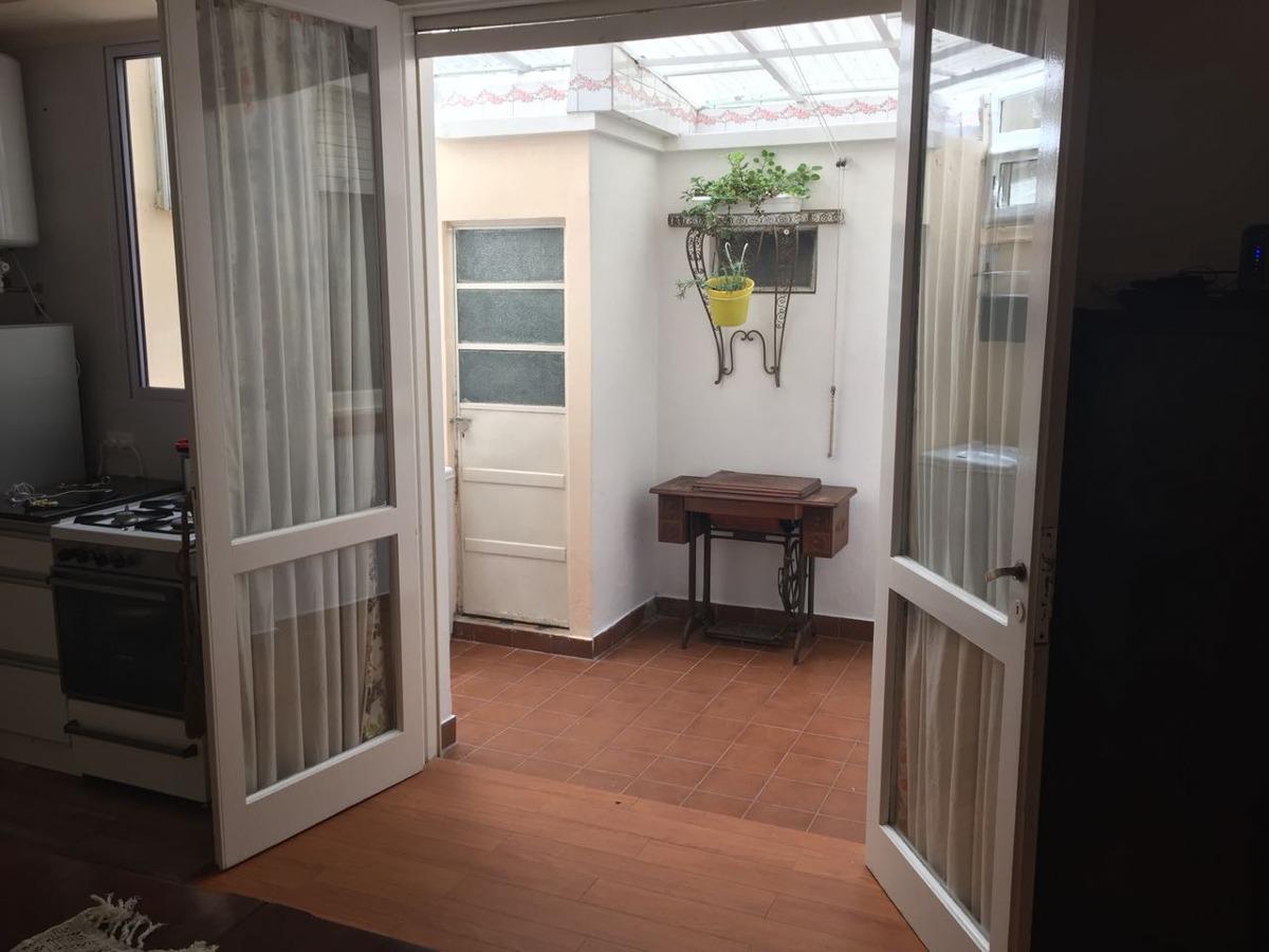 hermoso departamento 2 ambientes reciclado con patio!!!!!!!!