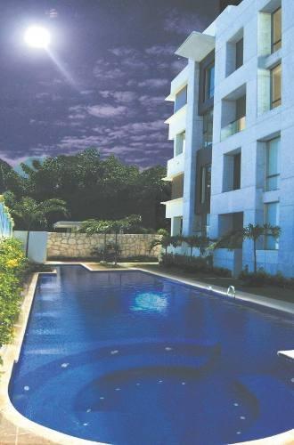 hermoso departamento en cancun, en planta baja con terraza, 2 recs, 2.5 baños