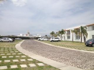 hermoso departamento en p.b. con jardin fracc los condes qro. mex.