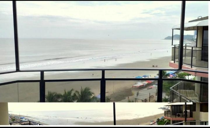 hermoso departamento frente al mar en tonsupa-esmeraldas