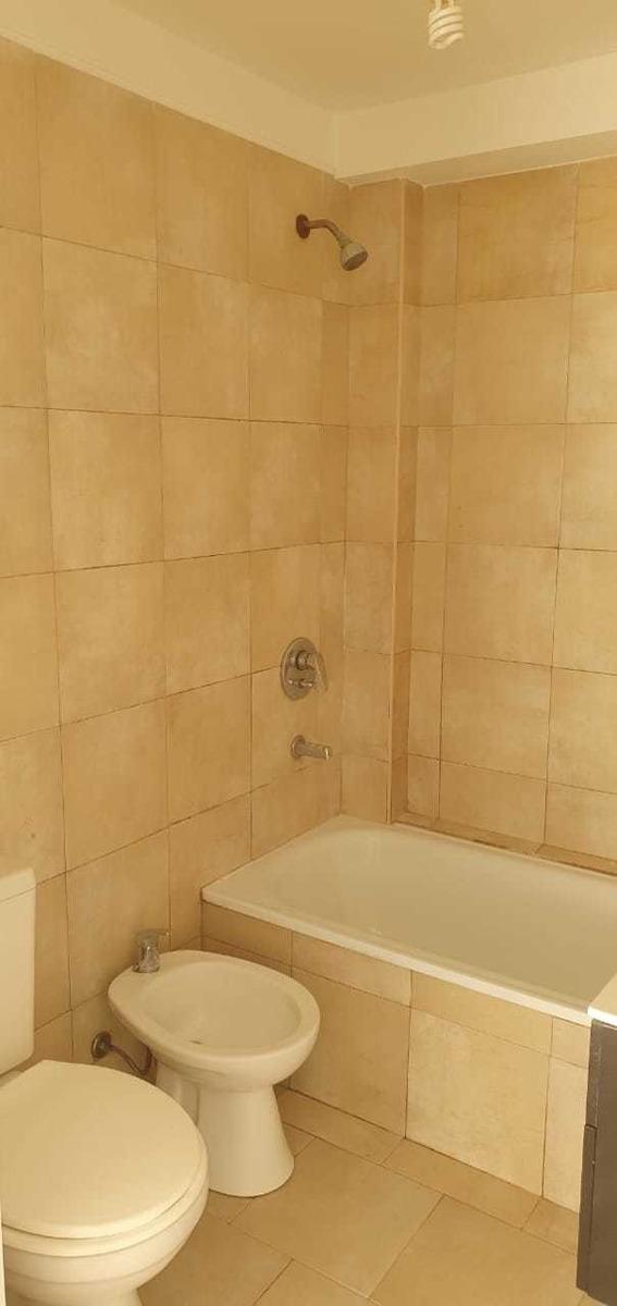 hermoso depto de 2 ambiente baño y cocina compl. balcón lumi
