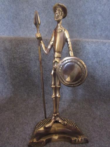 hermoso don quijote de bronce nuevo