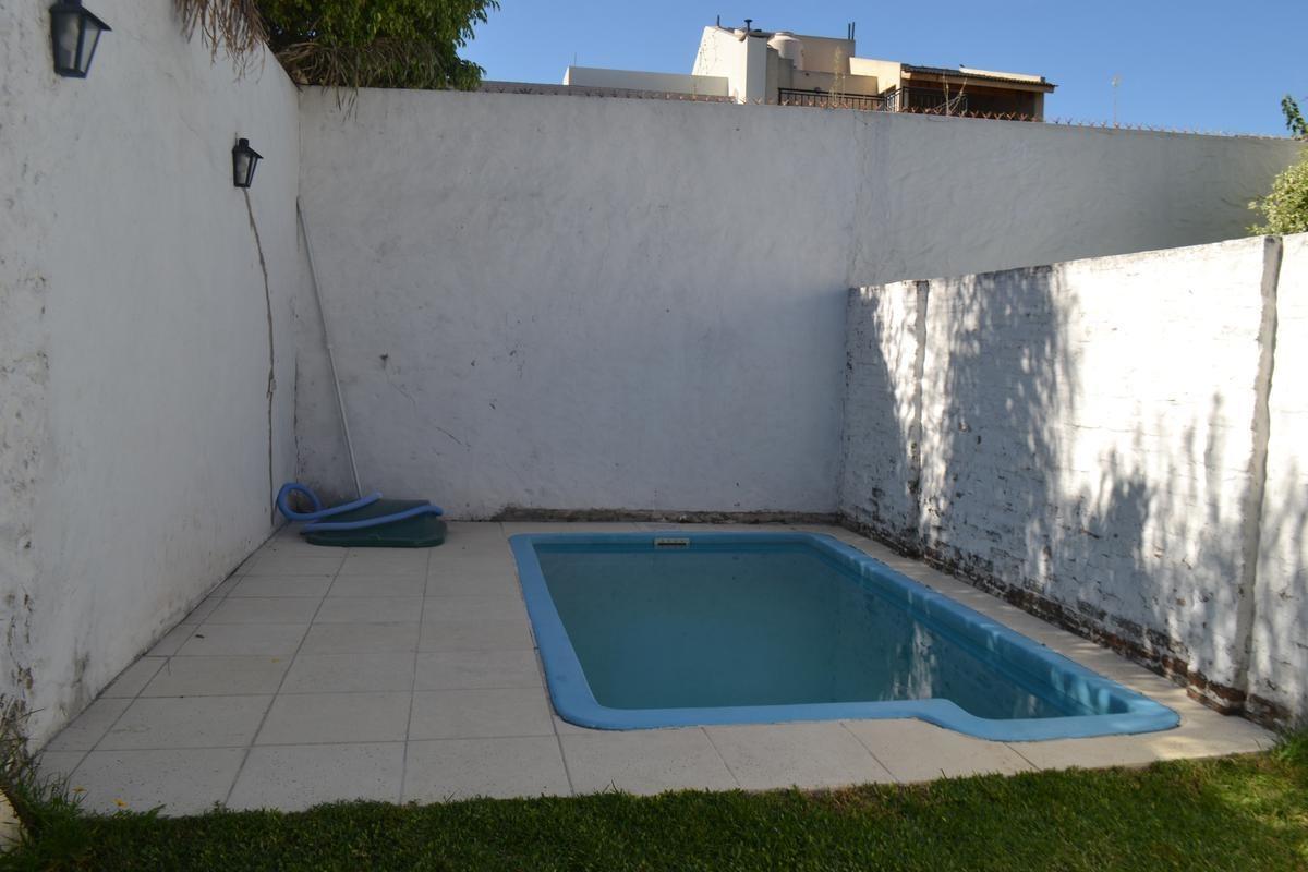 hermoso  duplex  4 amb con piscina parrilla y cochera para 2 autos - flores
