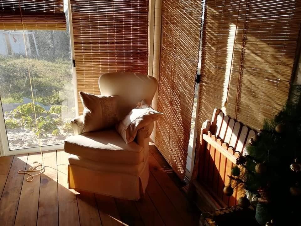 hermoso e iluminado monoambiente. cálido , todo madera.
