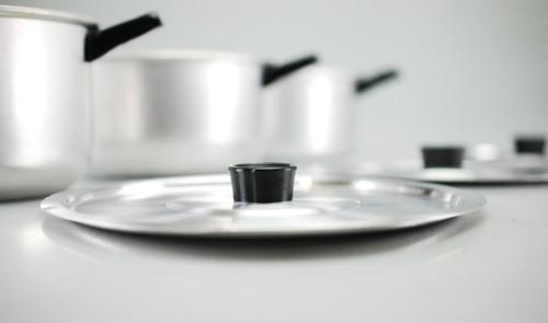 hermoso juego de 3 ollas 6 piezas con tapas  aluminio nuevas