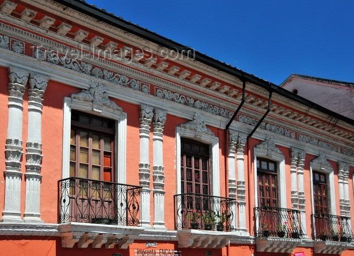 hermoso local con espacioso altillo - centro histórico quito