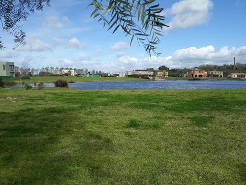 hermoso lote a la laguna en barrio nautico el cazal