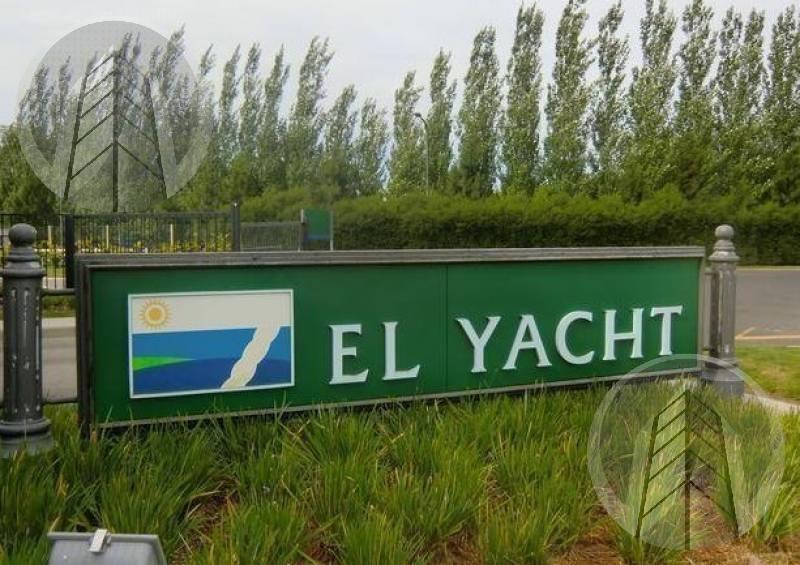hermoso lote al agua en el yacht de nordelta