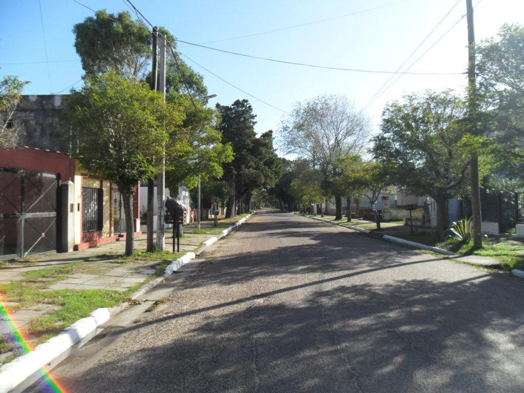 hermoso lote en calle 1 bis entre 71 y 72 (cod. 1006)