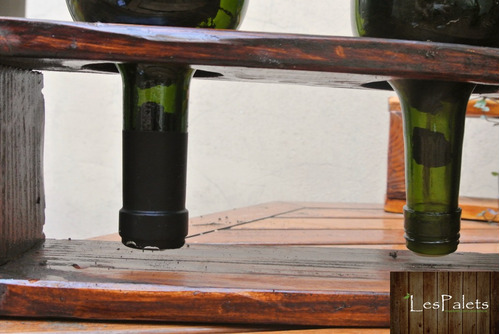 hermoso macetero de palets y botellas de vidrio recicladas