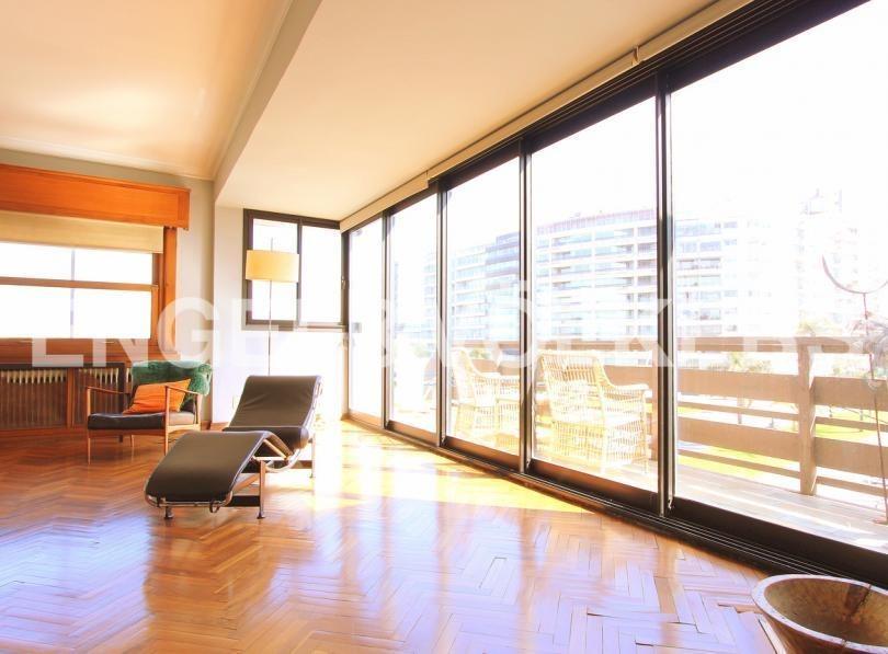 hermoso penthouse de 4 dormitorios en puerto del buceo