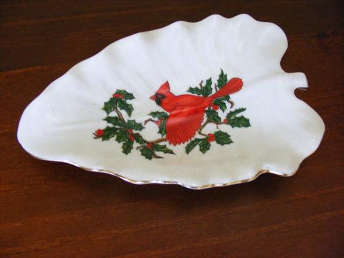 hermoso plato de fina porcelana pintado a mano