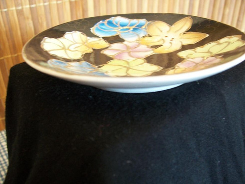 hermoso plato de loza decorado oro con relieve