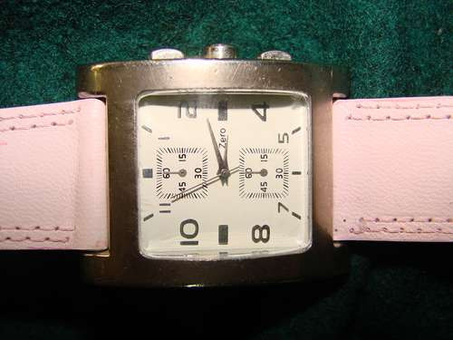 hermoso reloj de mujer a pila  vanguardista y divertido