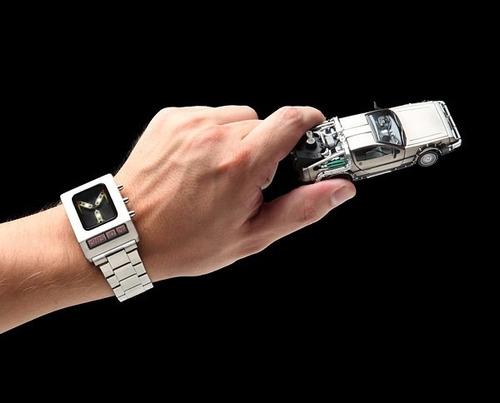 hermoso reloj de volver al futuro back to the future mcfly