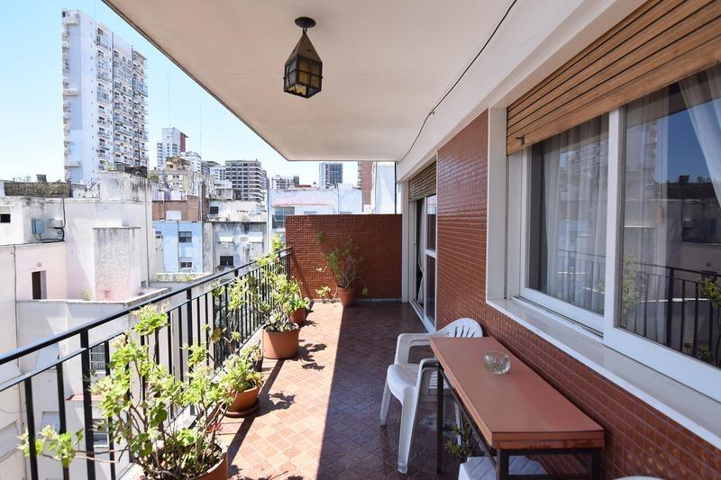 hermoso semipiso - contrafrente - balcón terraza - espacio guardacoche - muy luminoso.