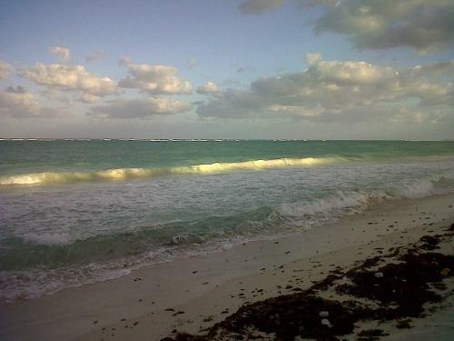 hermoso terreno con frente de playa, uno de los ultimos, a unos km despues del puente de la reserva