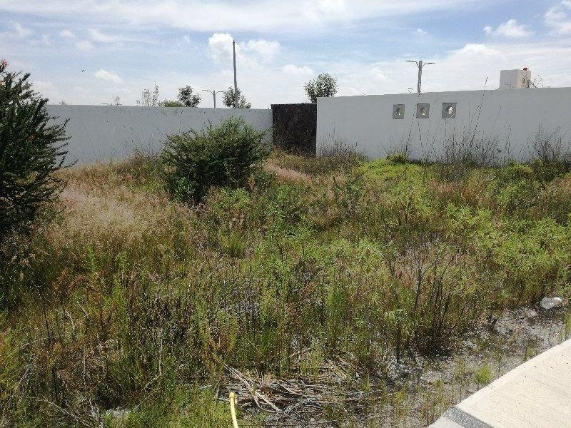 hermoso terreno en venta en fracc.  zibata  secc agave qro. mex.