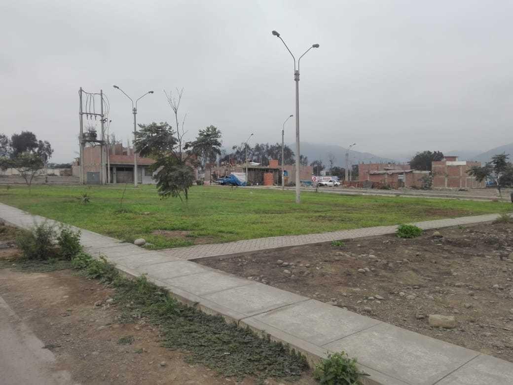 hermoso terreno frente a parque - urb. esmeralda 1