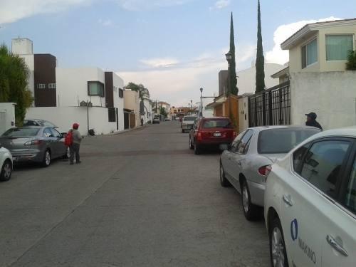 hermoso terreno plano en calle principal en fracc milenio iii qro. mex.