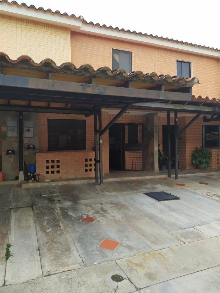 hermoso townhouse en mañongo el rincon. villa rincon 1.