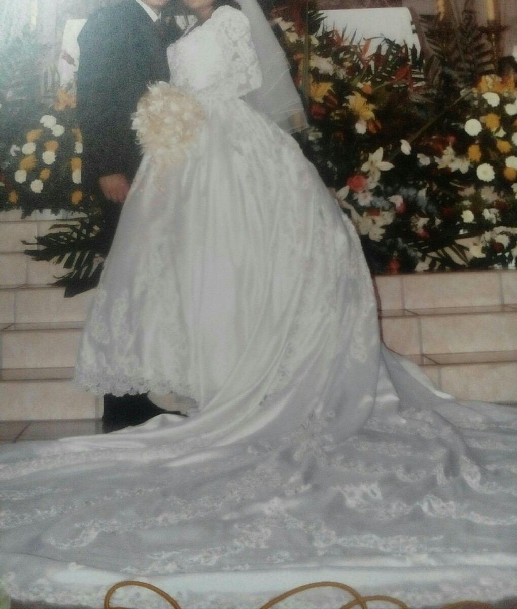 Vestidos de novias con colas largas