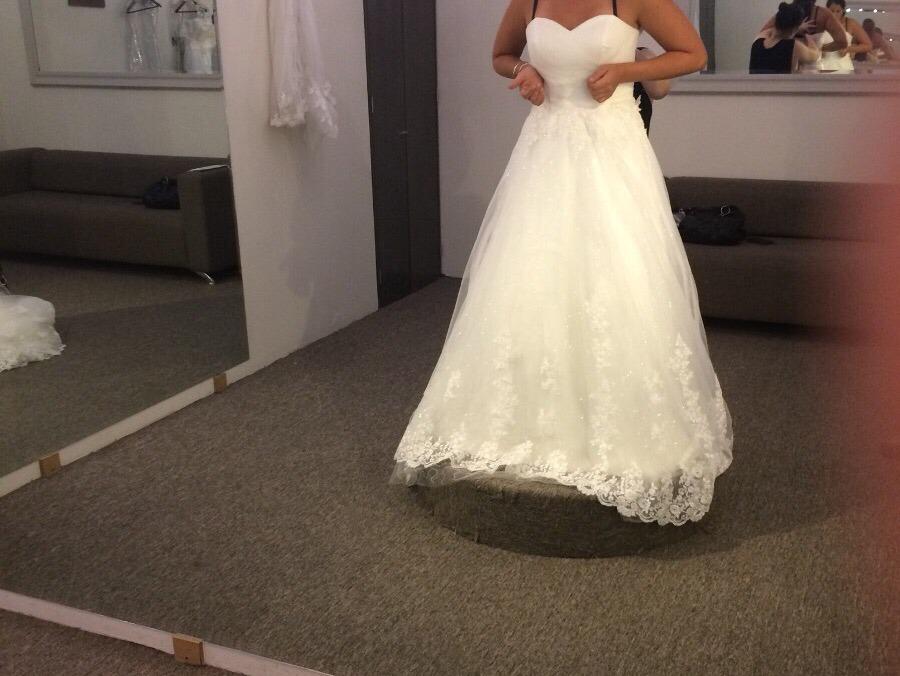 hermoso vestido de novia marca innovia , con crinolina - $ 5,500.00