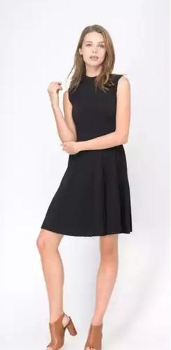 hermoso vestido de punto negro marca julio