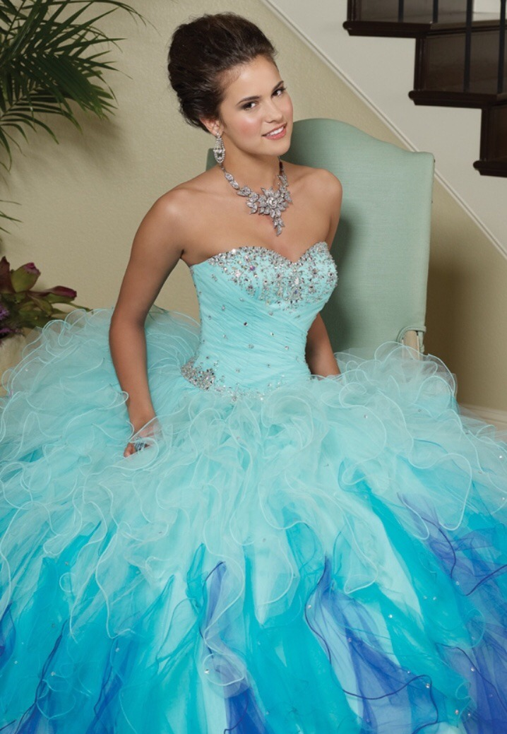 e043c6dcf4 hermoso vestido de quinceañera mori lee azul degradado. Cargando zoom.