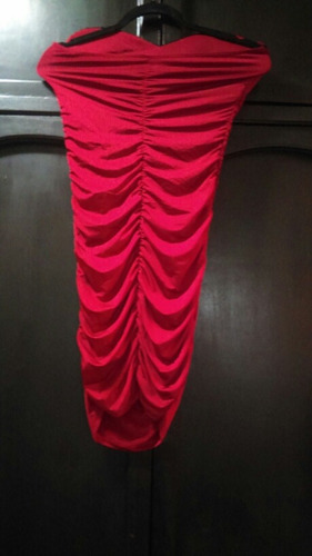 hermoso vestido rojo con lentejuelas negras talla ch