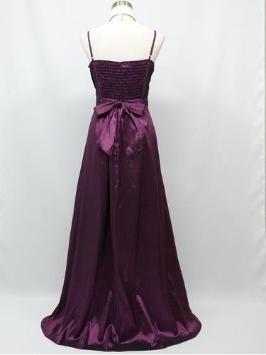 hermoso vestido violeta oscuro