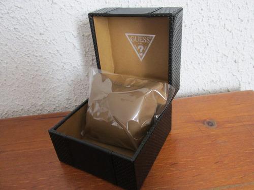 hermoso y elegante estuche para reloj marca guess de cuero