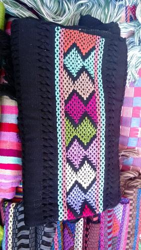 hermosos chales bordados a mano, típicos de zinacantan chiap