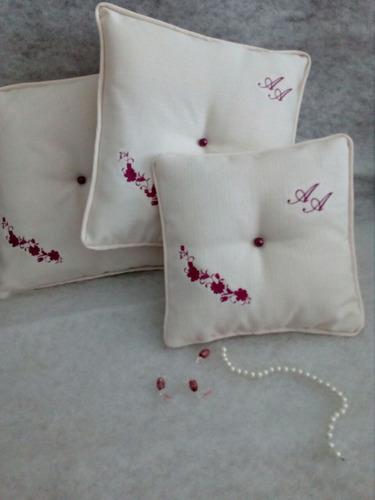 hermosos cojines reclinatorio boda con tus iniciales bordada
