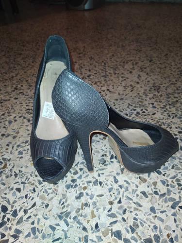 hermosos zapatos de tacón negro