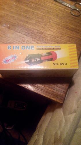 herramienta con linterna 8 en 1