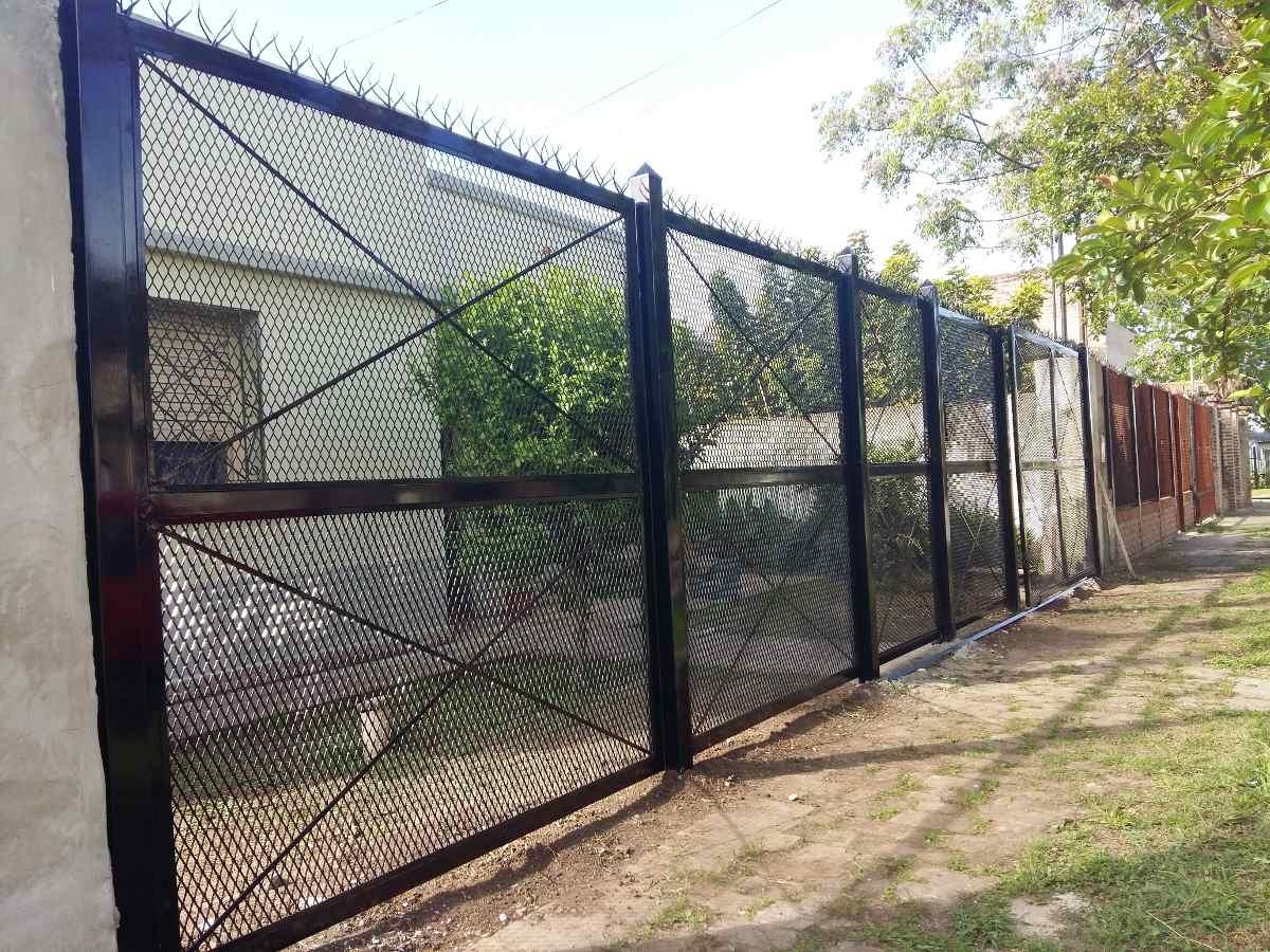 Cercos de herreria minimalista jpg proteccion de for Puertas de herreria para casa