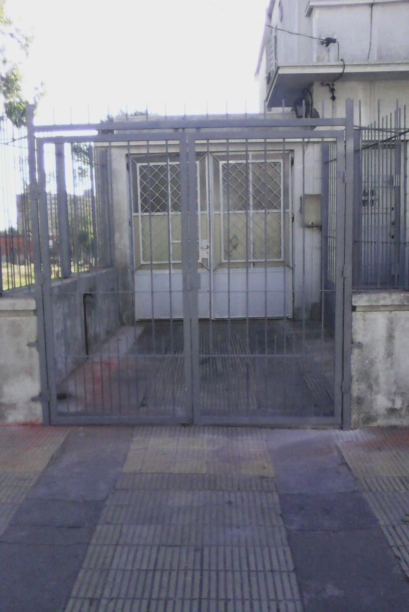 Herreria rejas reja para puertas o ventanas tel 095524376 for Puertas de reja