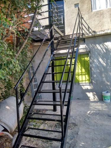 herrero portones rejas escaleras parrilla herrería artística