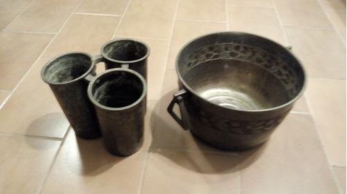 hielera de bronce y 3 recipientes de pewter para botellas
