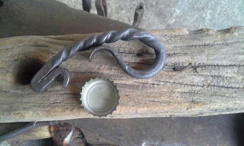 hierro forjado,destapador artesanal ,pavonado,para regalo
