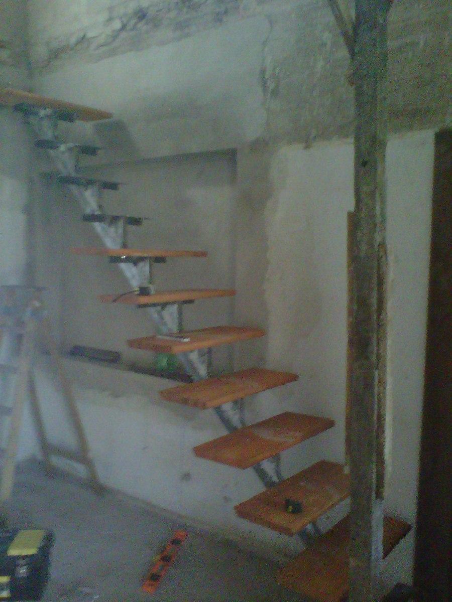Escaleras de hierro y madera escalera de madera de pino for Escaleras de hierro y madera