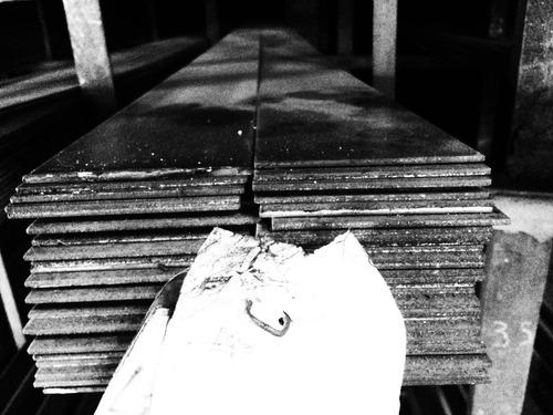 hierro planchuela *** 2 1/2 x 1/4 *** en largo de 6 mts.