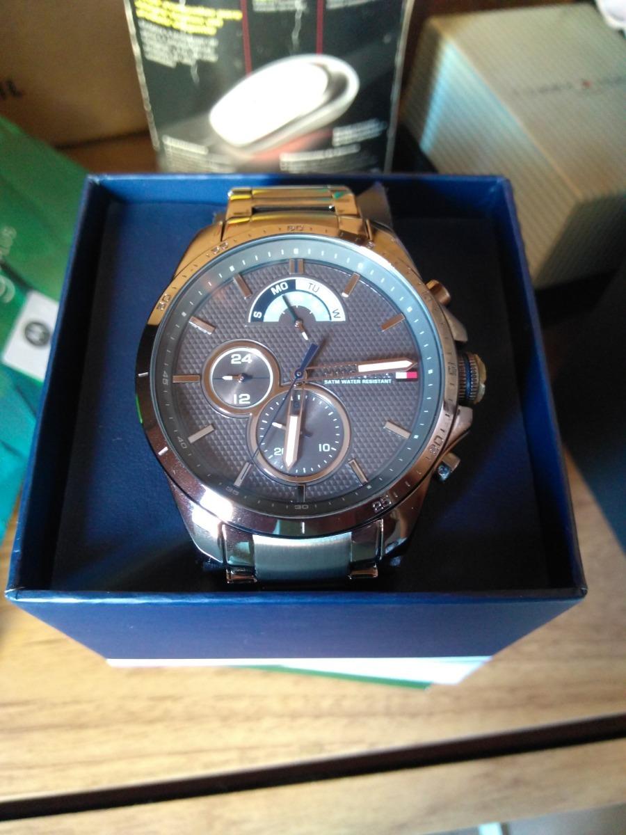 90090ecd8b3 Relógio Tommy Hilfiger Masculino Calendário Duplo 1791347 - R  500 ...