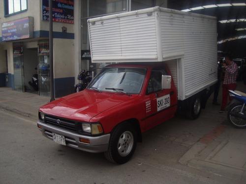 hilux 4 x 2 furgon