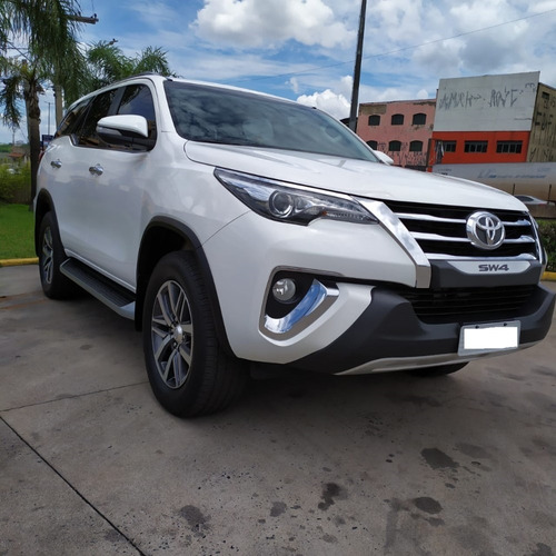 hilux sw4 7 lugares 2017