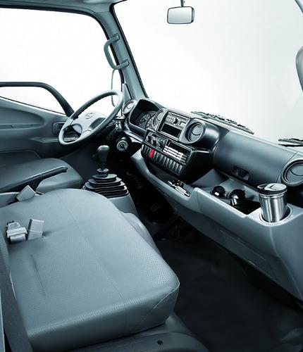 hino 300 - 816 c/automática (camión liviano de grupo toyota)